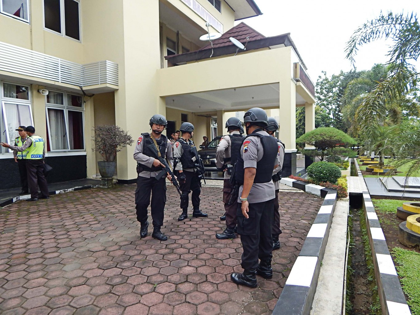 Three injured as alleged IS supporter attacks police in Central Java