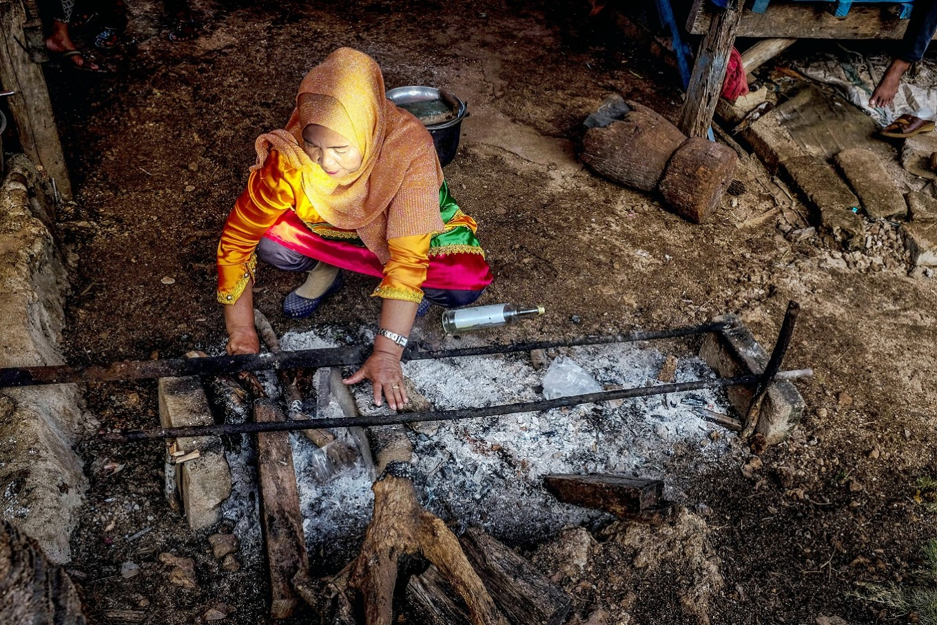 Under the spotlight: A resident of Wakatobi, Southeast Sulawesi, prepares a traditional dish for the Karia'a ritual.
