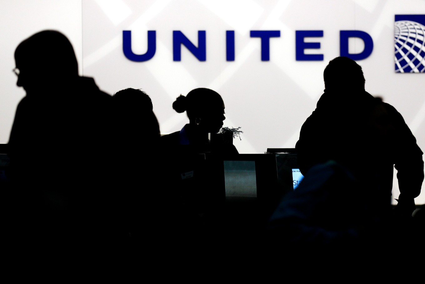 Other airlines join in on United Airlines jokes