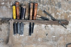 Various chisels and miser tools are arranged neatly on the wall. JP/Magnus Koeshendratmo