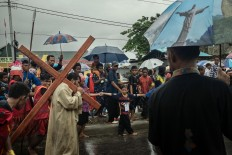 Despite the heavy rain, worshippers from Cathedral Tiga Raja in Timika, Papua, continue their re-enactment of Jesus's Procession to Calvary on Good Friday. JP/Vembri Waluyas