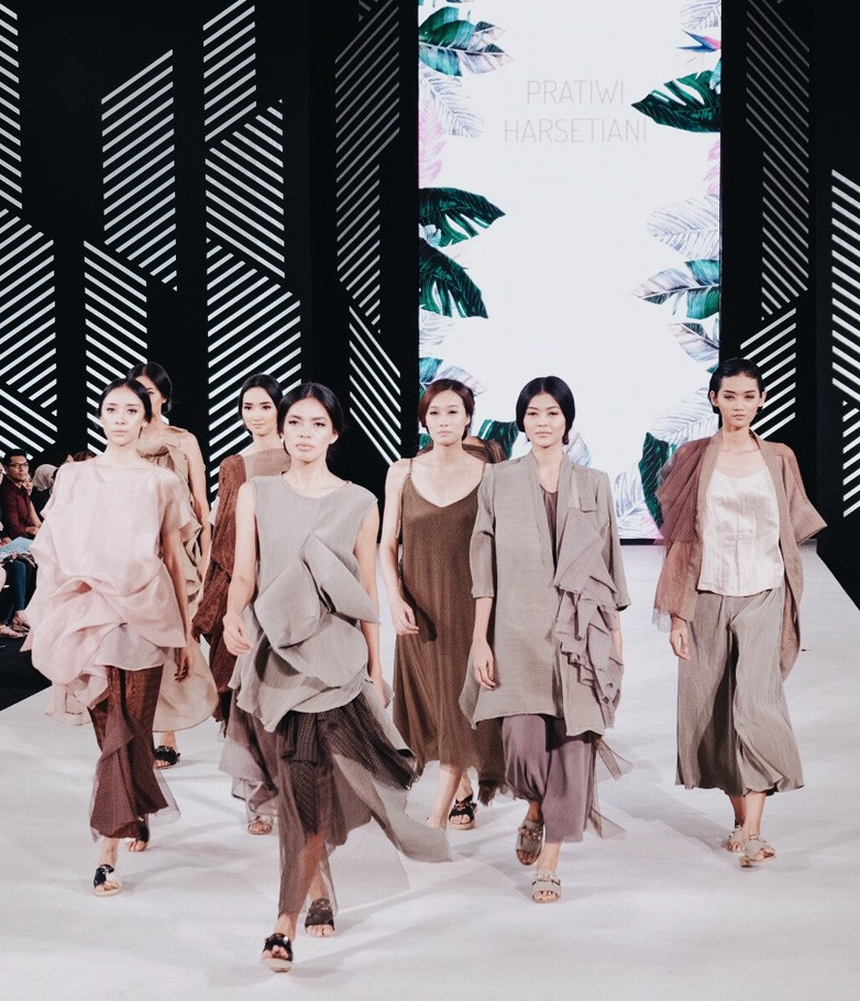 The founder and creative director of the House of PH, a label established in 2013, Pratiwi Harsetiani, is among the designers participating in Senayan City Fashion Nation 2017.