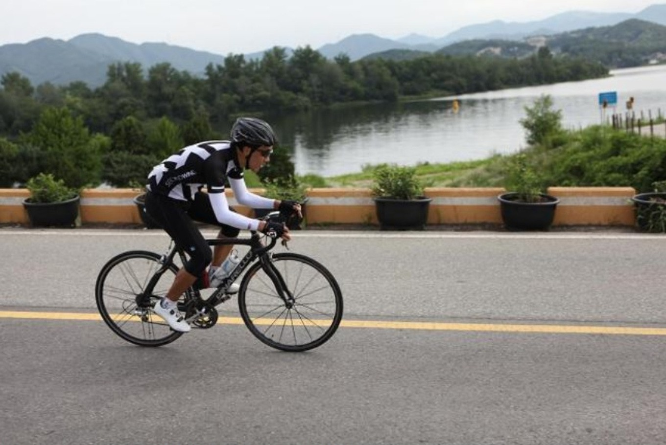 South Koreans try blissful bike routes