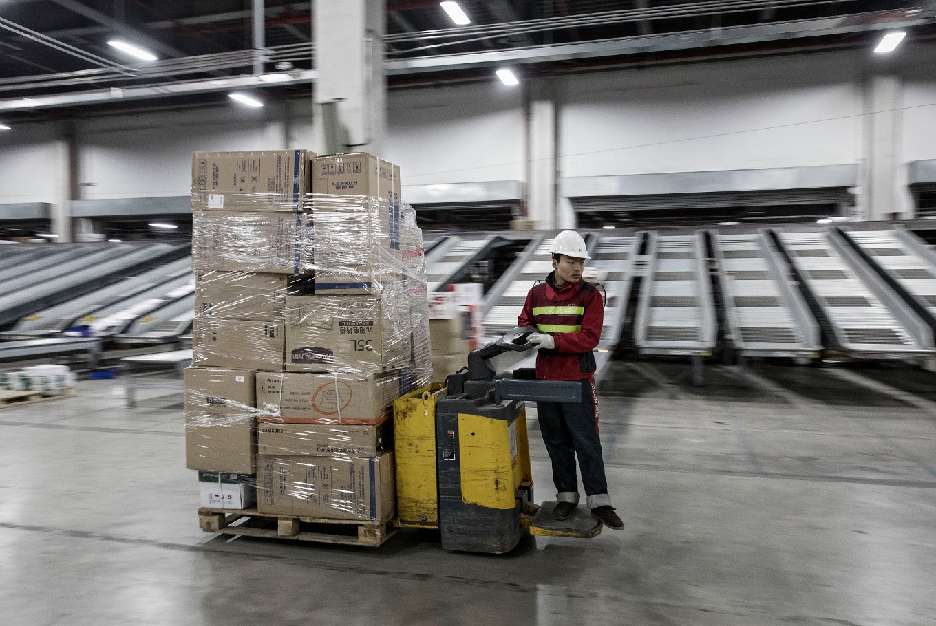 Poor logistics hold back Indonesian e-commerce from 'quantum' leap
