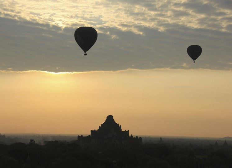 Myanmar bird's eye view: Bagan's Buddhist temples by balloon