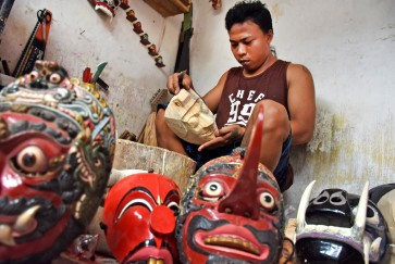 The lone struggle of Malang mask artists