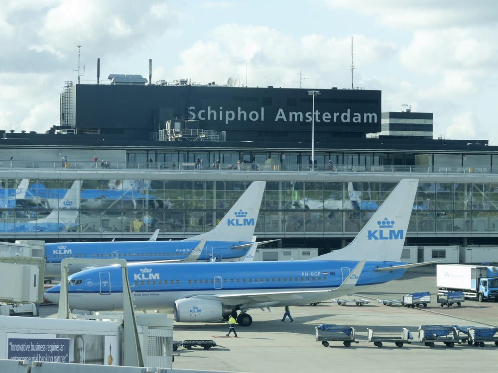 Amsterdam's Schiphol airport nears 'safety limits'