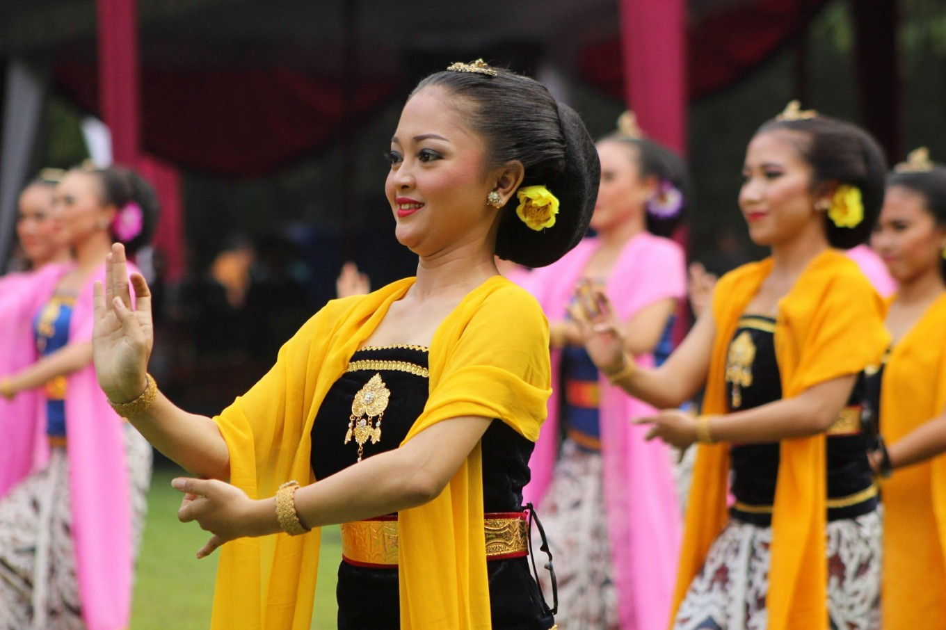 A performance of the Lengger Dance from Banyumas, Central Java, during the opening event of Solo Menari on April 29.