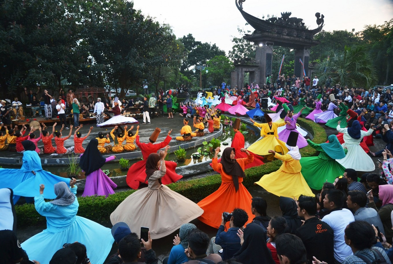 Thousands of dancers perform the Sufi Dance at the Indonesian Art Institute (ISI) Surakarta in Central Java.