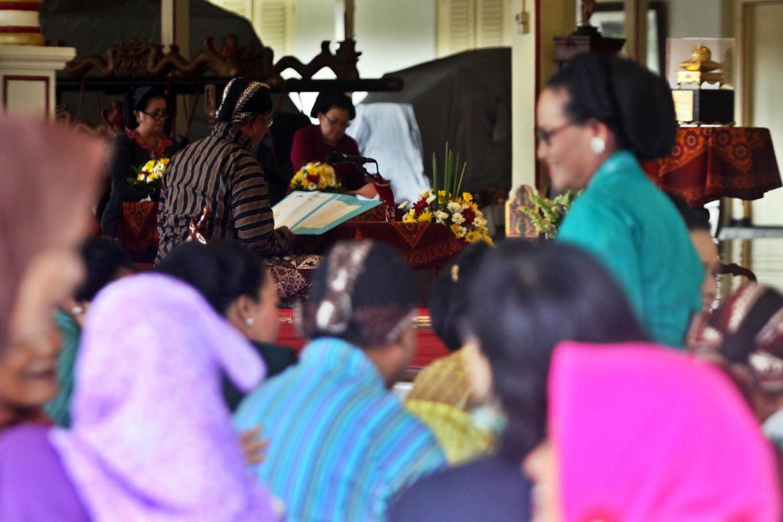 The audience watches the macapat competition at Pakualaman royal court, Yogyakarta. JP/Aditya Sagita