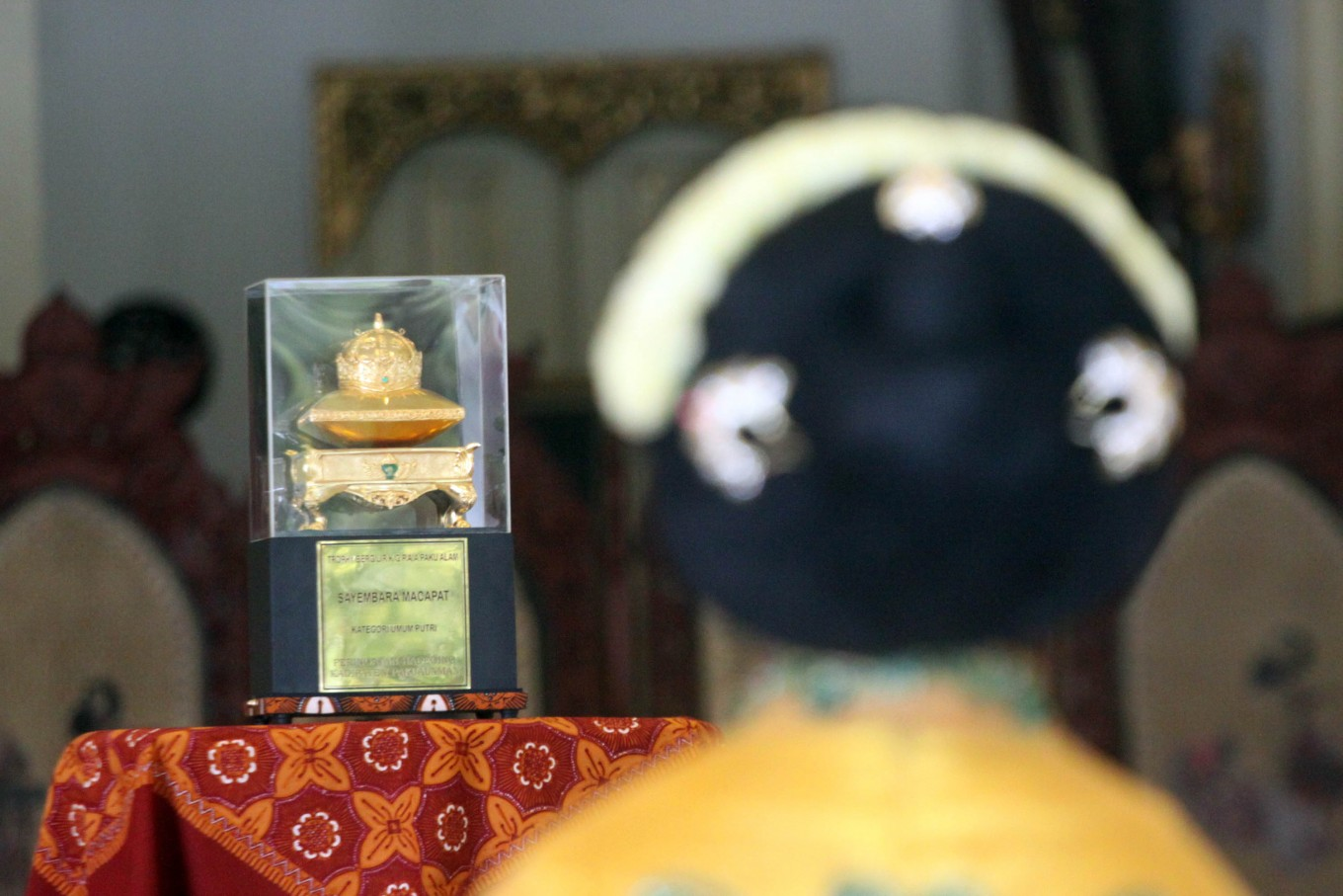 The trophy from the royal court for the women's category is displayed on a table. JP/Aditya Sagita