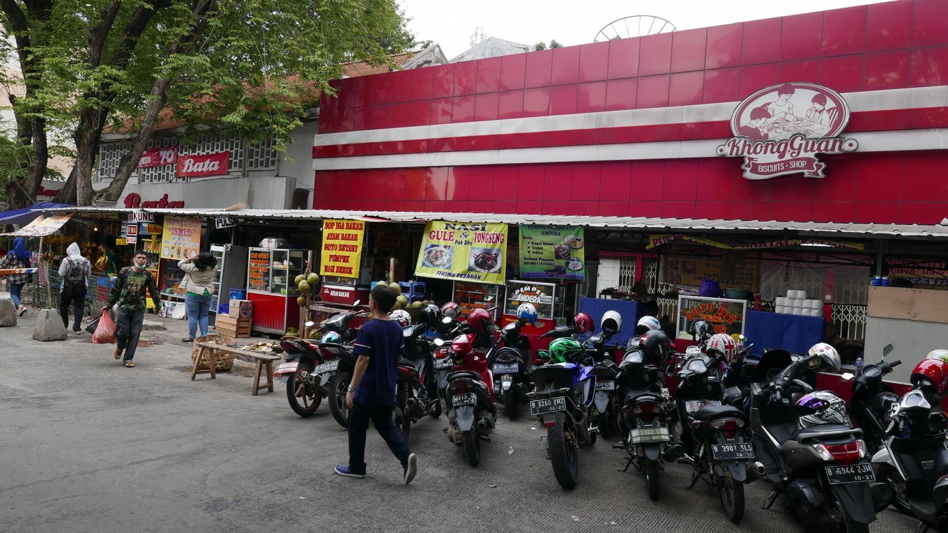 Djarot wants dedicated sites for hawkers