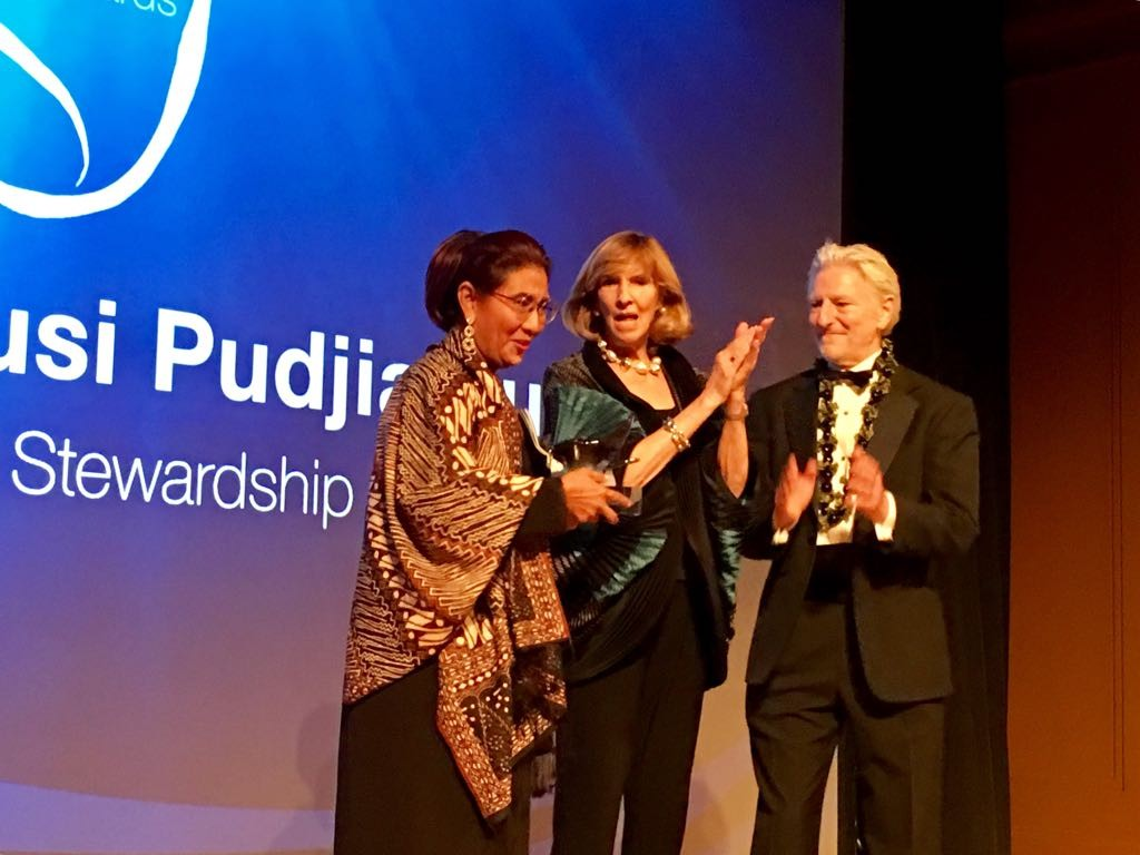 Minister Susi honored with Peter Benchley Ocean Award in Washington