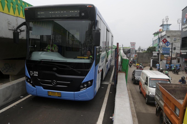 Transjakarta operates new Palmerah Station-Senayan traffic circle route