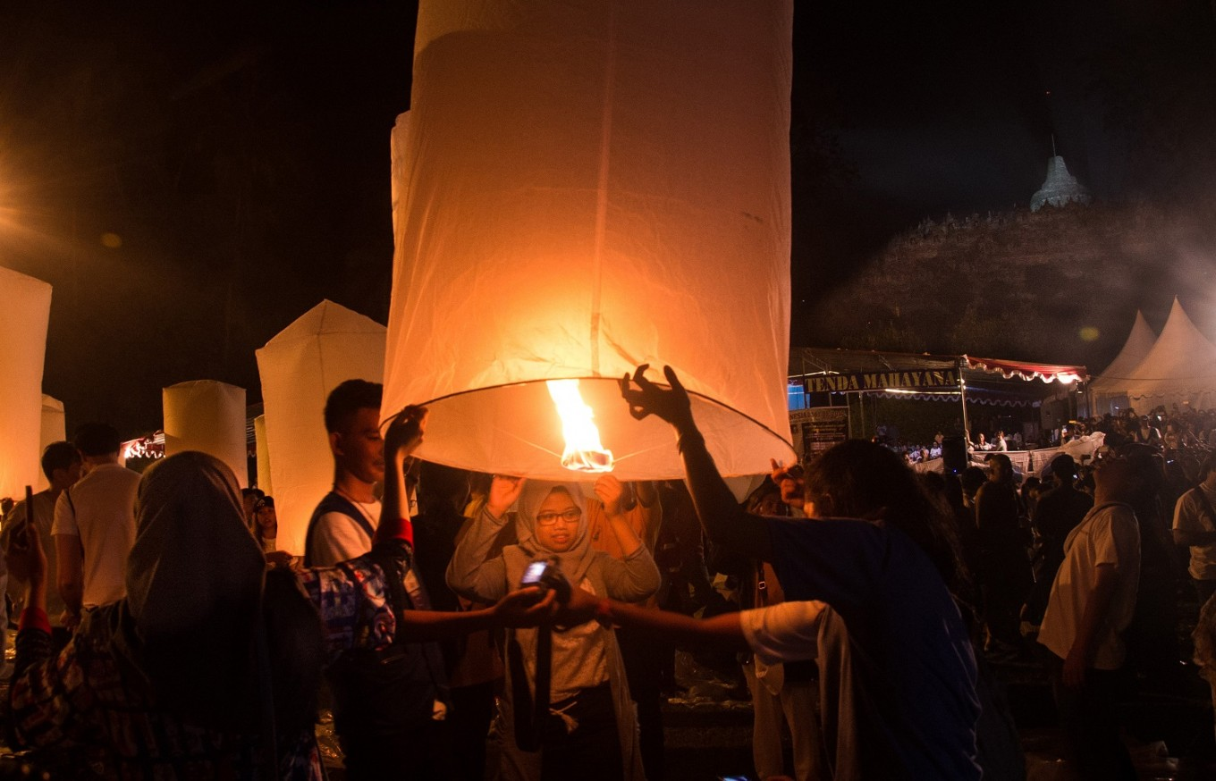 People coming from different backgrounds participated in the lantern ceremony during a Waisak Day celebration at the Borobudur Temple.