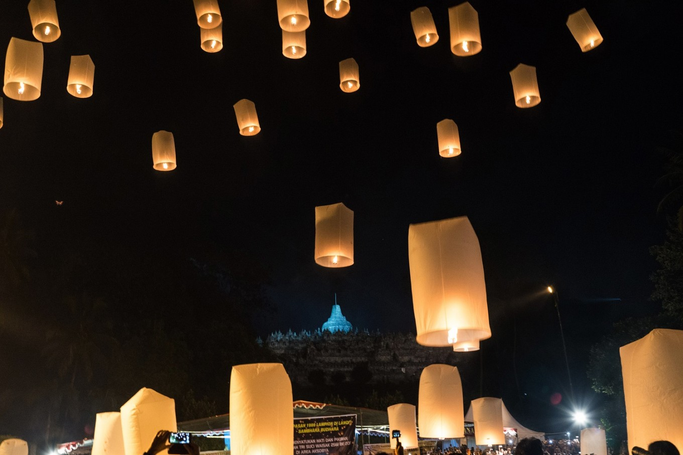 Thousands of lanterns fy into the sky.