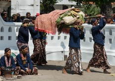 Royal servants carry offerings before praying at Yogyakarta palace. The offerings were thrown into the Indian Ocean at Parang Kusumo Beach on May 8, 2016. JP/Tarko Sudiarno