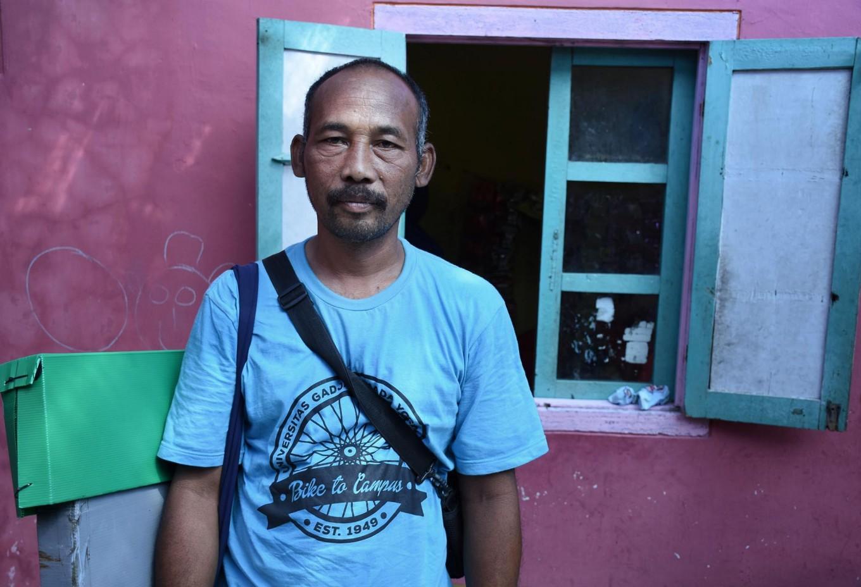 Samsudin, a 45-year-old storyteller, poses before performing at the Hidayatullah madrassa in Paranggo, Wajak, Malang, East Java, on April 4. JP/Aman Rochman