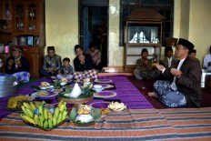 Senior citizens and others of Samiran village, in Selo district, Boyolali regency, Central Java, pray together prior to the ceremony. JP/ Stefanus Ajie