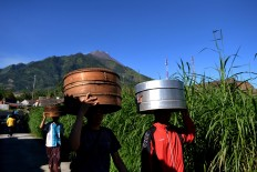 Villagers of Samiran village, Selo, Boyolali, Central Java, walk to the Kyai Hajar Saloka tomb to join the ceremony. JP/Stefanus Ajie