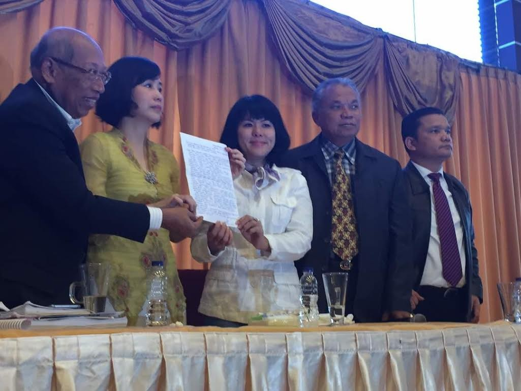 Teary Veronica reads Ahok letter on reasons for appeal withdrawal