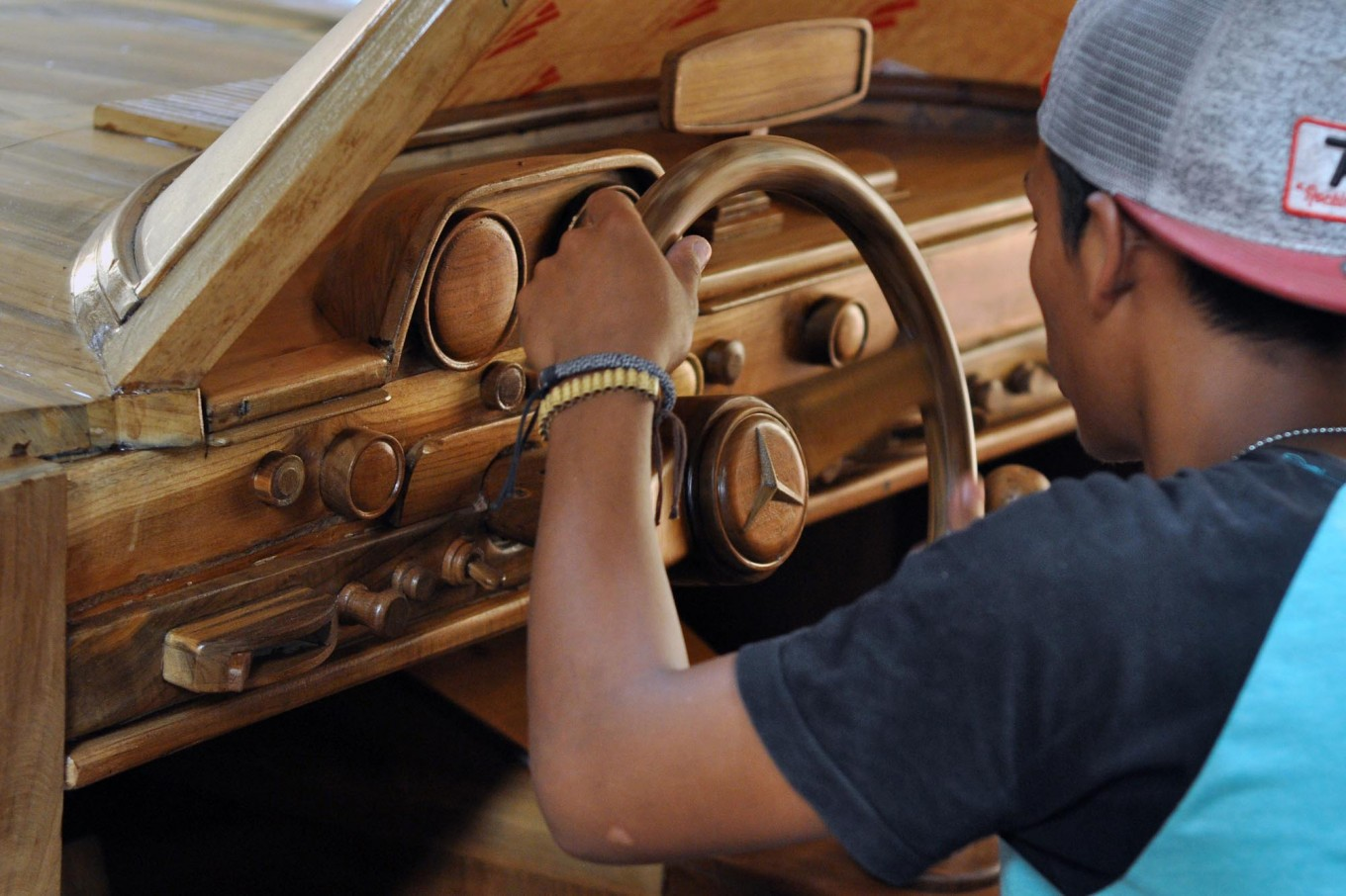 A worker tests the steering wheel of a Mercedes-Benz 300 SL gull-wing replica. JP/Magnus Hendratmo