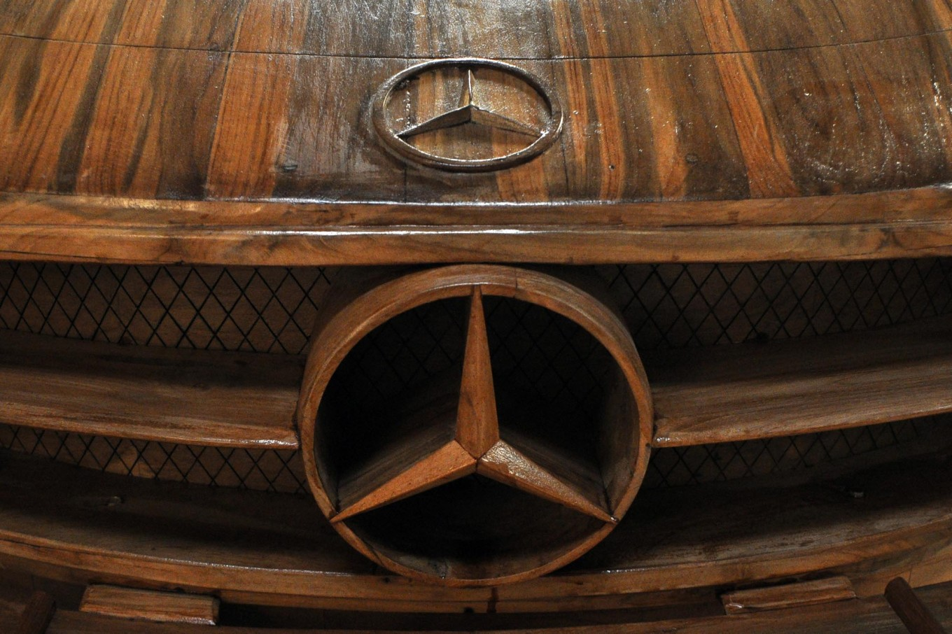The Mercedes-Benz logo is on the hood of a wooden replica, which has already been painted. JP/Magnus Hendratmo