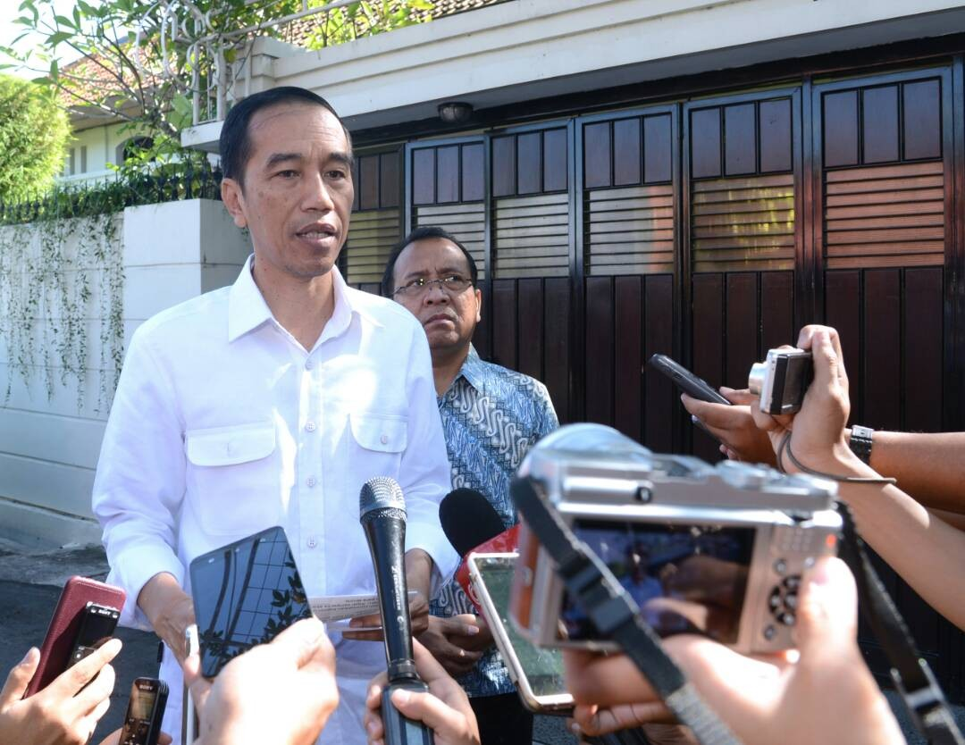 Jokowi condems E. Jakarta bombings, calls on nation to remain united