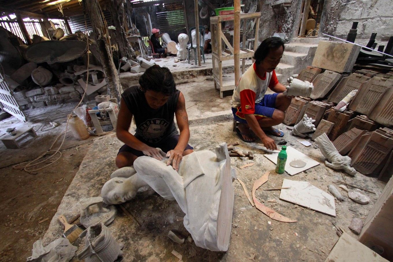 Workers finish sculptures after the molding process at Patuk, Gunungkidul, Yogyakarta on Feb. 21. JP/Aditya Sagita