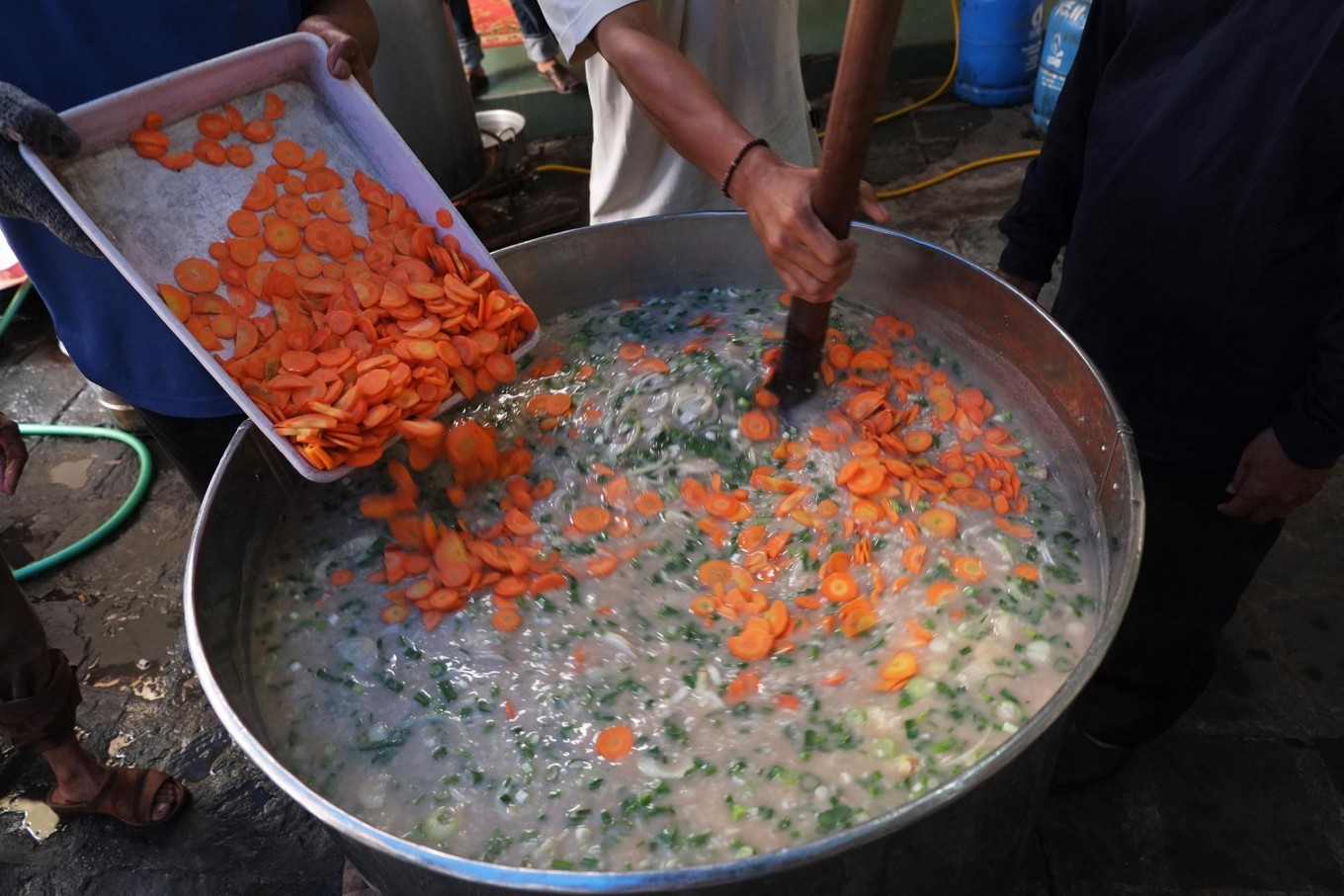 Rich with flavors: Various vegetables are added to the porridge. JP/ Ganug Nugroho Adi