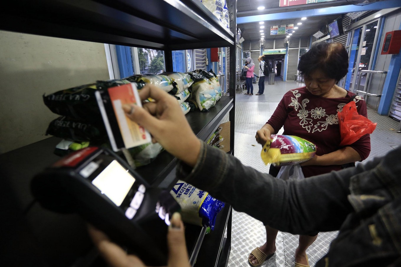 Transjakarta to sell meat at some stops during Ramadhan