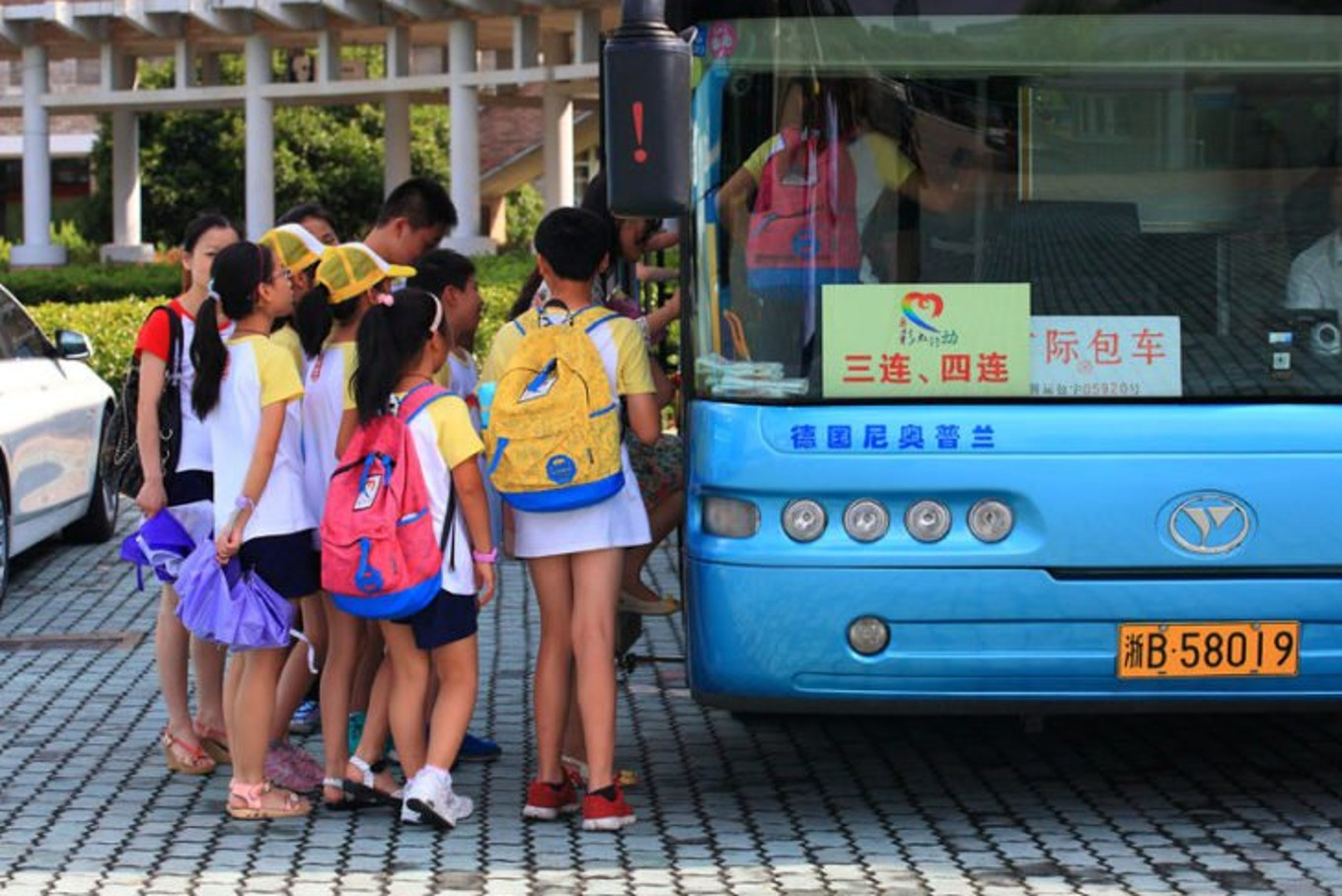 Smart bus with virtual tracks gets rolling in China