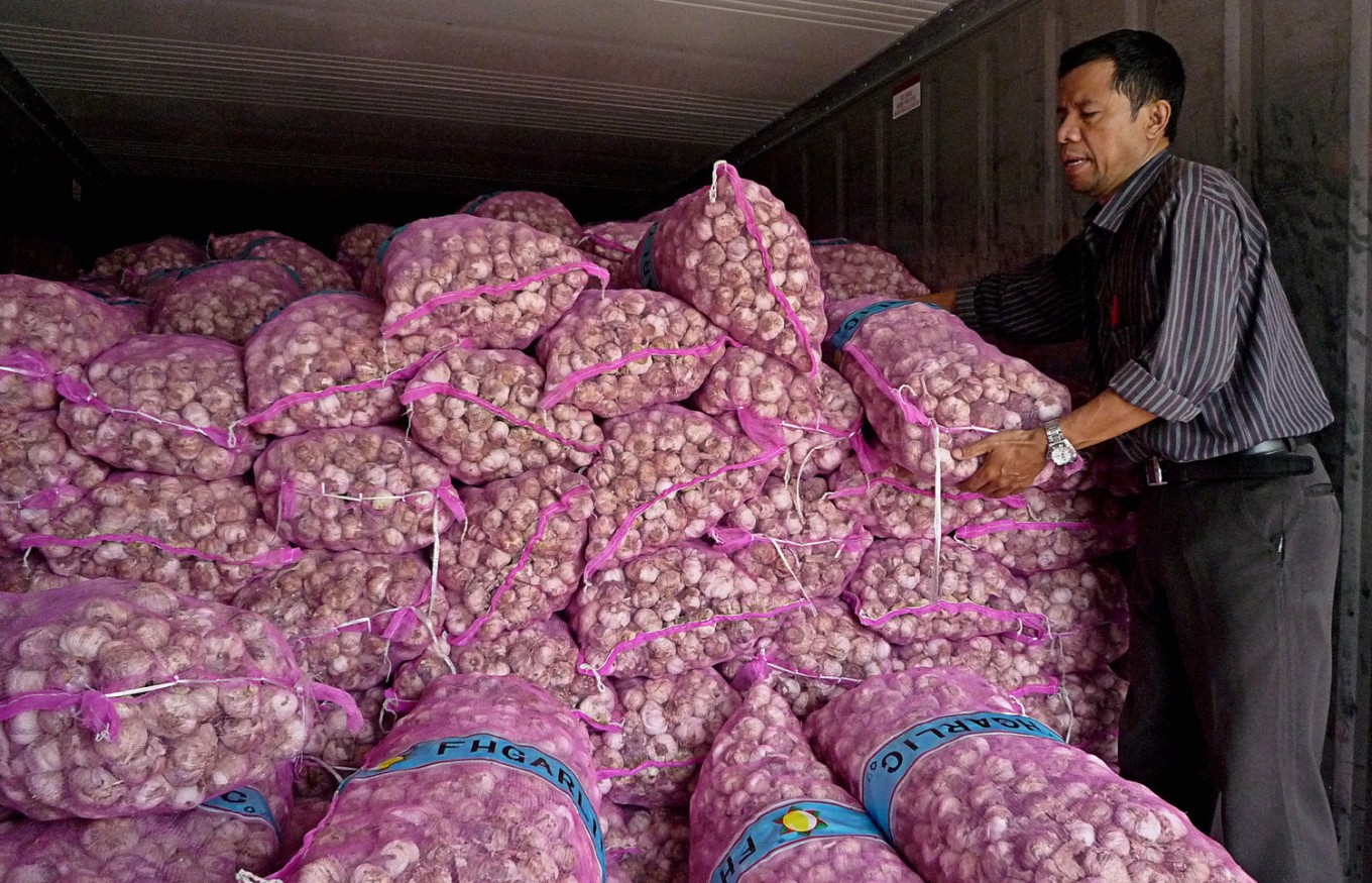Minister threatens to blacklist 'manipulative' garlic importers