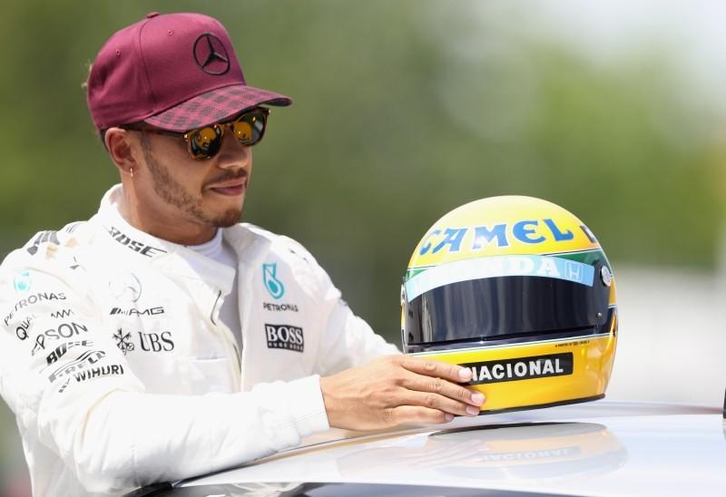 Hamilton takes Canadian pole, given Senna helmet