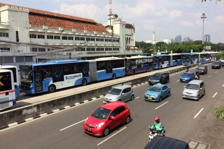 Pedestrian dies after being hit by Transjakarta bus