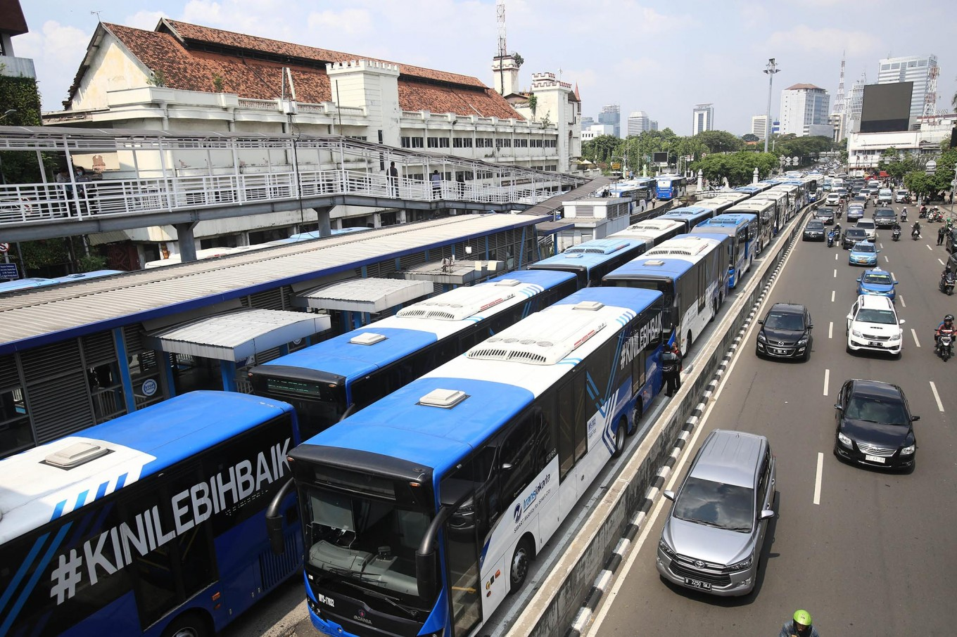 Transjakarta ordered to pay compensation to dismissed contract worker