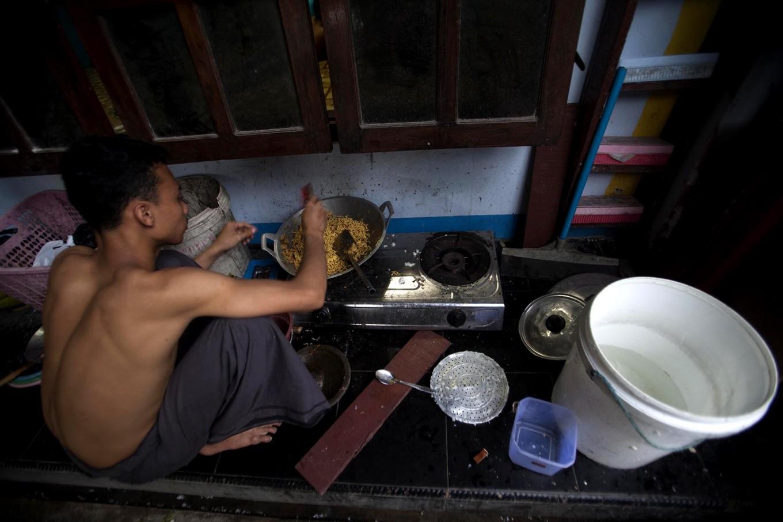 A student cooks instant noodles to break the fast. JP/Sigit Pamungkas