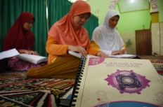 Students read the Quran in braille at An Nur Mosque in the Rehabilitation Center for the Blind in Janti, Malang, East Java. JP/Aman Rochman