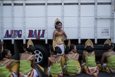 Young Balinese dancers take a rest while waiting to perform at the opening of the 39th Bali Arts Festival at the Bajra Sandhi Monument in Denpasar. JP/Agung Parameswara