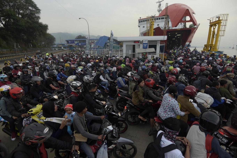 20,000 passengers pass through Merak port for Idul Fitri exodus