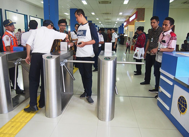 Surakarta terminal sees decline in bus passengers