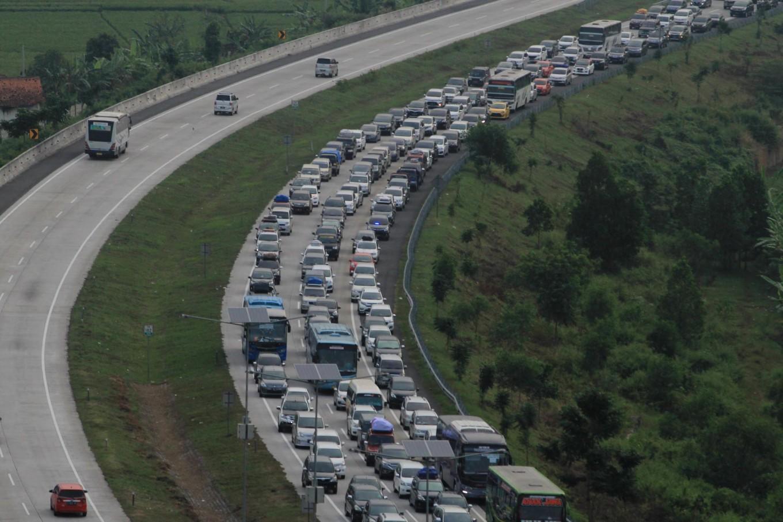 Twelve killed in accident on Jakarta-Cirebon toll road