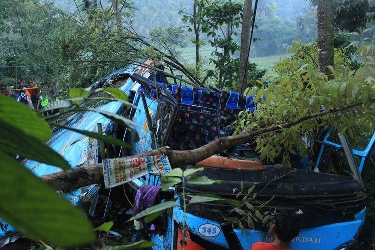 Four killed in Purbalingga bus plunge