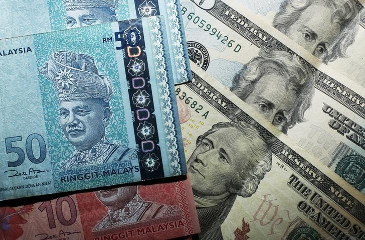 Rupiah, regional currencies barely unchanged, shares gain ground