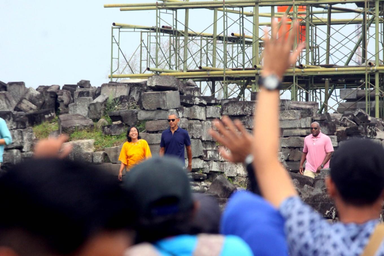Obama curious about Prambanan Temple reconstruction process