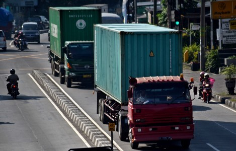 Ministry to crack down on overloaded, oversized freight trucks