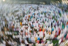 Muslims perform the Idul Fitri mass prayer at the Bandung Grand Mosque in West Java on Sunday, June 25, 2017. JP/Arya Dipa