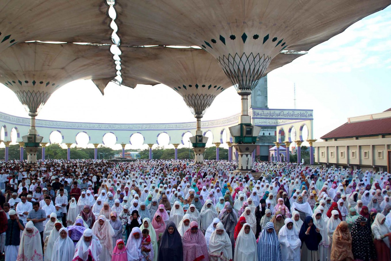 Thousands of Muslims observe the Ied prayer at the Central Java Grand Mosque in Semarang on Sunday, June 25, 2017. The Grand Mosque's architecture is similar to that of the famed Nabawi Mosque – known as the Prophet's Mosque – in Medina, Saudi Arabia.