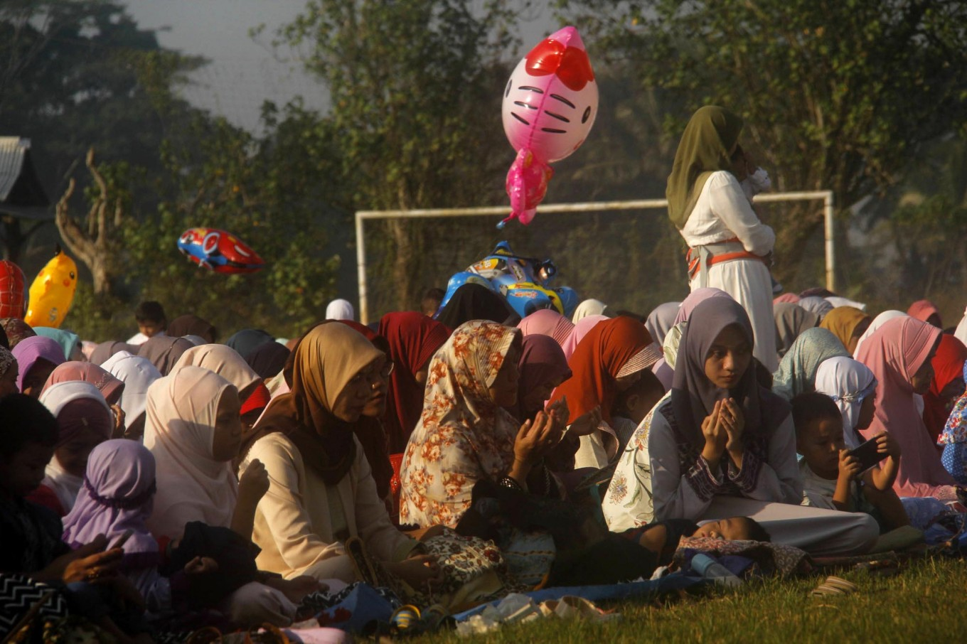 Colorful balloons for sale adorn the background in Payaman, Secang, Magelang, Central Java, as the Idul Fitri mass prayer is observed in a local field on Sunday, June 25, 2017. JP/Syamsul Huda M. Suhari