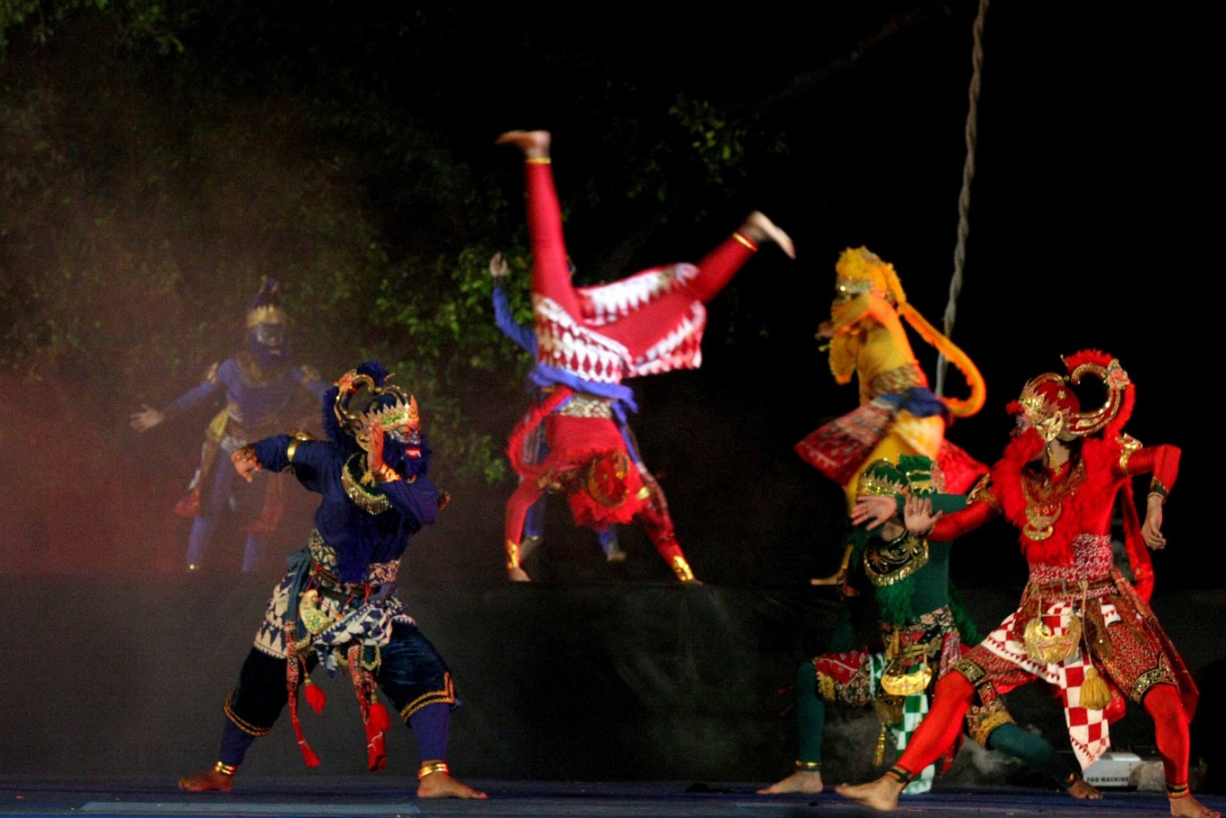 The monkey troops fight during the Ramayana Opera in Fort Vastenburg, Surakarta, Central Java.